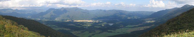 禿岳登山道から見る鬼首カルデラ